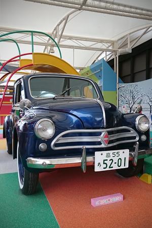 日野自動車のコンテッサ(創造広場アクトランド内)